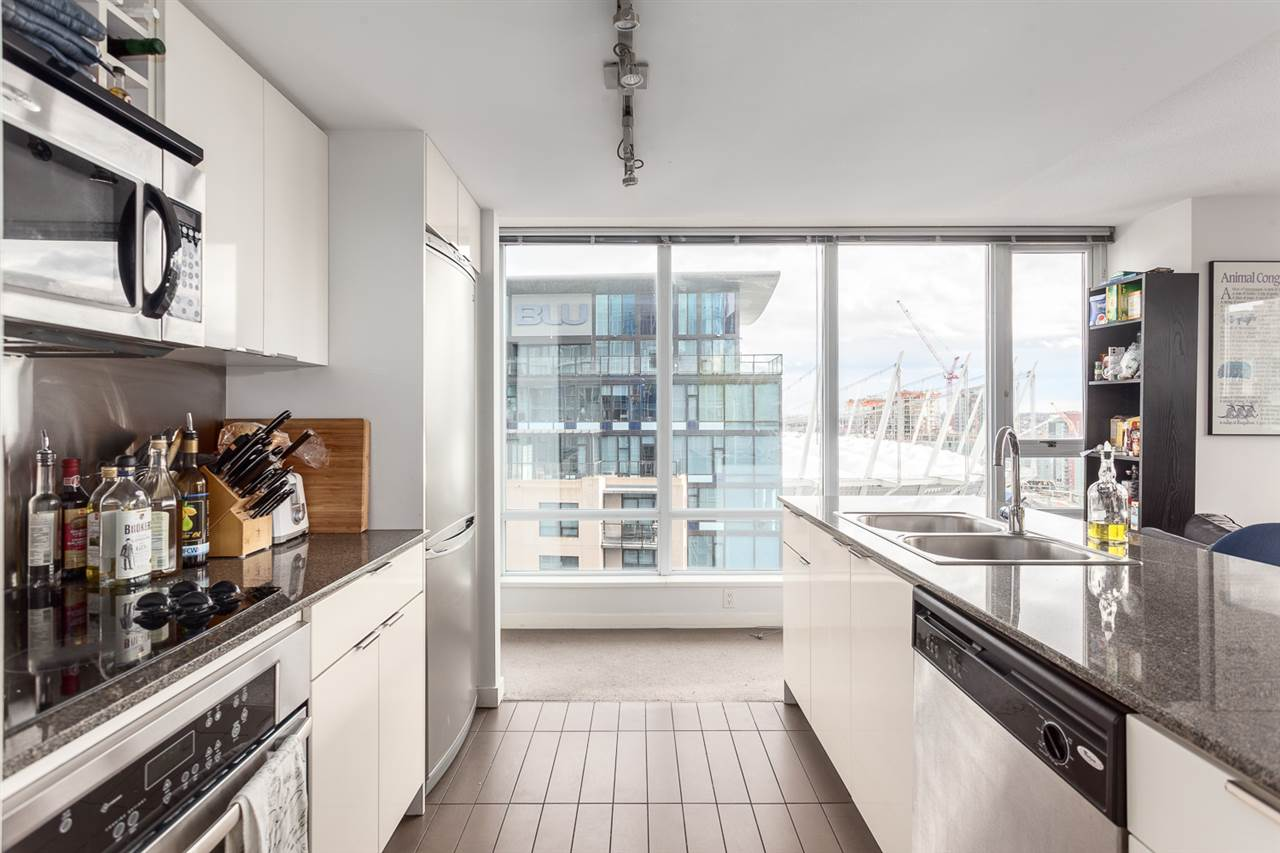"Photo 4: 2207 233 ROBSON Street in Vancouver: Downtown VW Condo for sale in ""TV TOWER 2"" (Vancouver West)  : MLS® # R2139702"