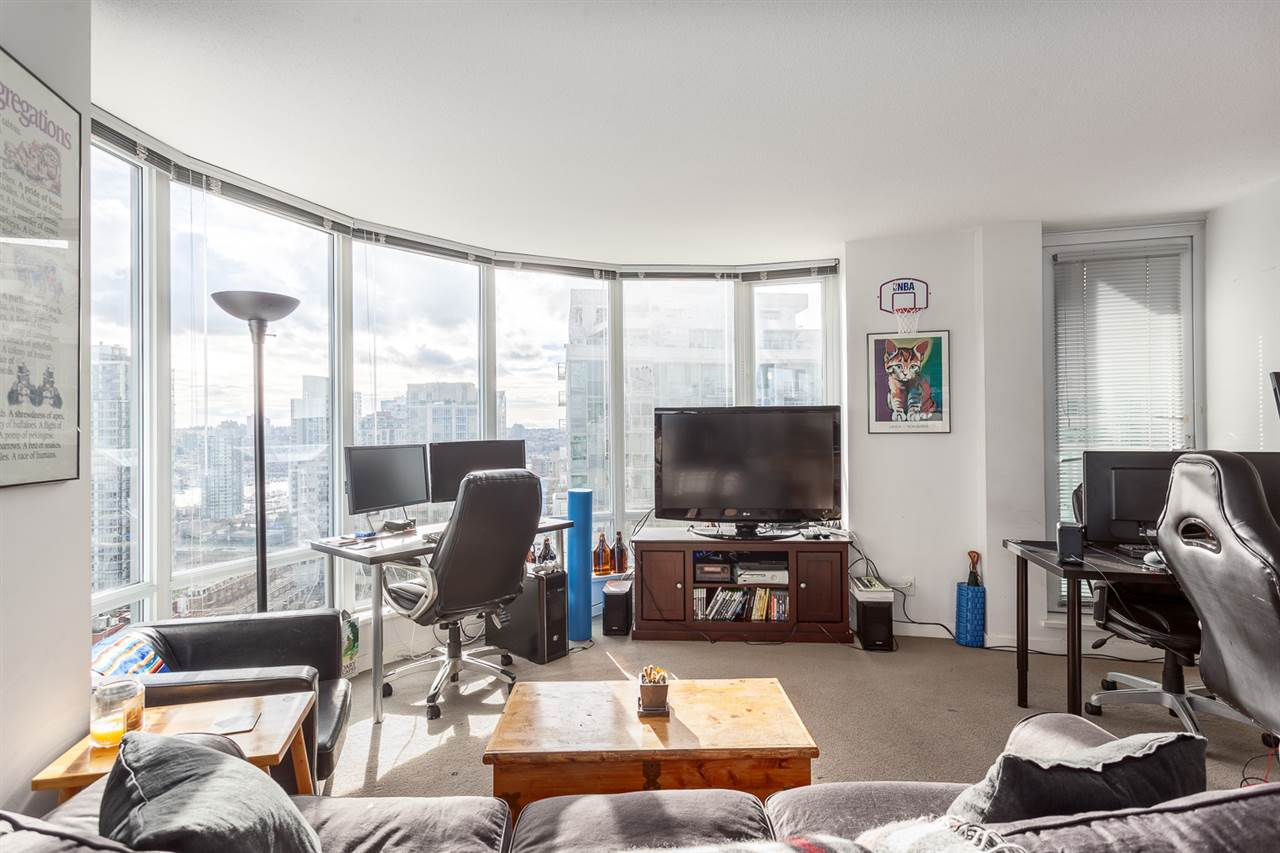 "Photo 6: 2207 233 ROBSON Street in Vancouver: Downtown VW Condo for sale in ""TV TOWER 2"" (Vancouver West)  : MLS® # R2139702"