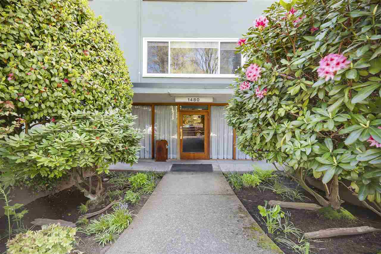"Main Photo: 24 1480 ARBUTUS Street in Vancouver: Kitsilano Condo for sale in ""SEAVIEW MANOR"" (Vancouver West)  : MLS® # R2161002"