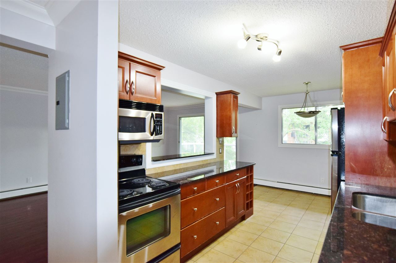 Photo 5: 304 10720 84 Avenue Edmonton 3 Bed 1.5 Bath Condo For Sale E4062864