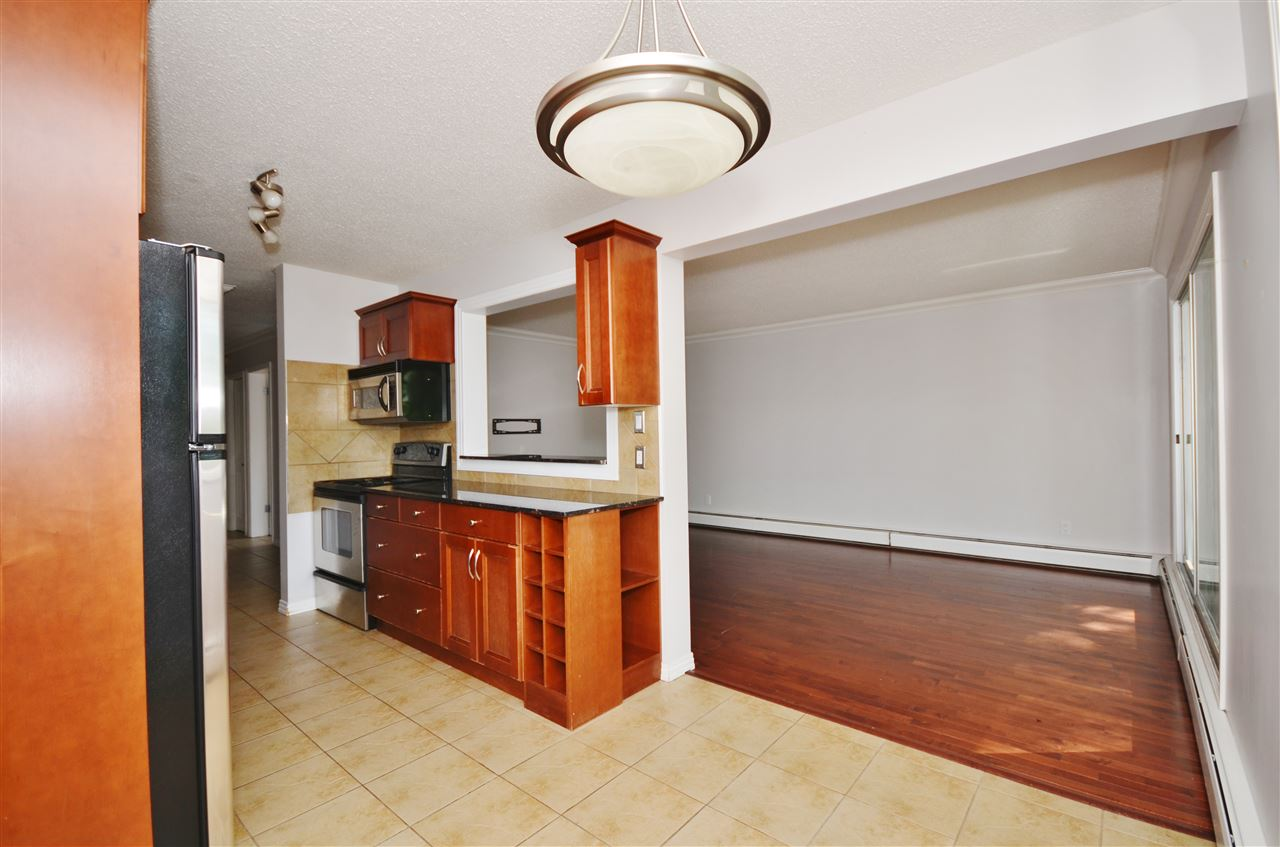 Photo 9: 304 10720 84 Avenue Edmonton 3 Bed 1.5 Bath Condo For Sale E4062864