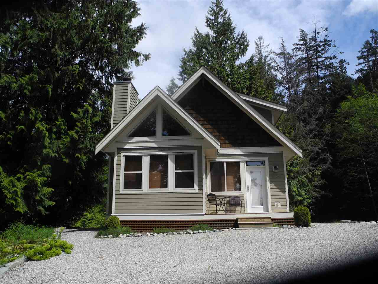 "Main Photo: 4365 COASTVIEW Drive in Pender Harbour: Pender Harbour Egmont House for sale in ""DANIEL POINT COTTAGES"" (Sunshine Coast)  : MLS® # R2166345"