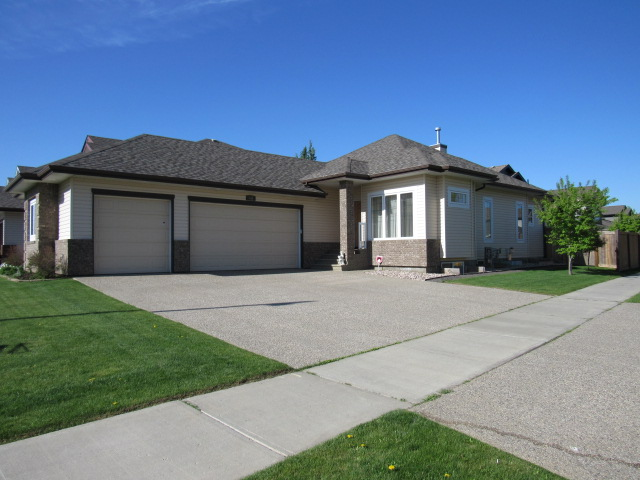 Main Photo: 48 Normandeau Crescent in St. Albert: House for rent