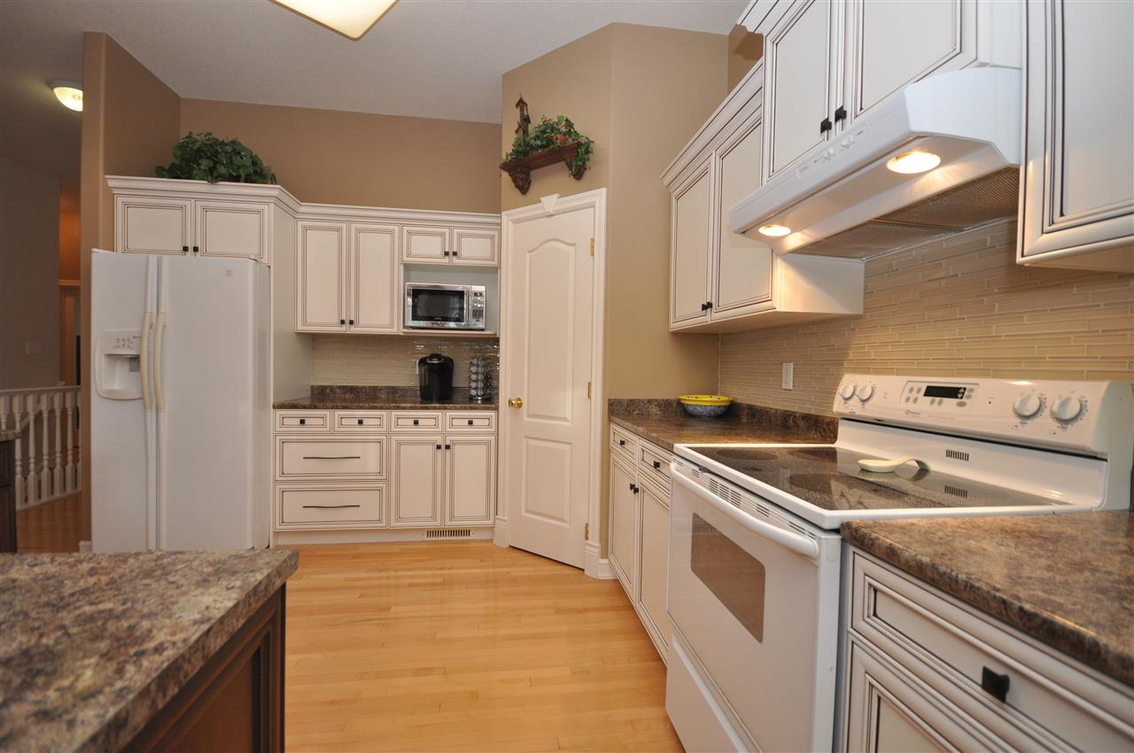Photo 4: 1318 118A Street in Edmonton: Zone 16 House for sale : MLS(r) # E4067341