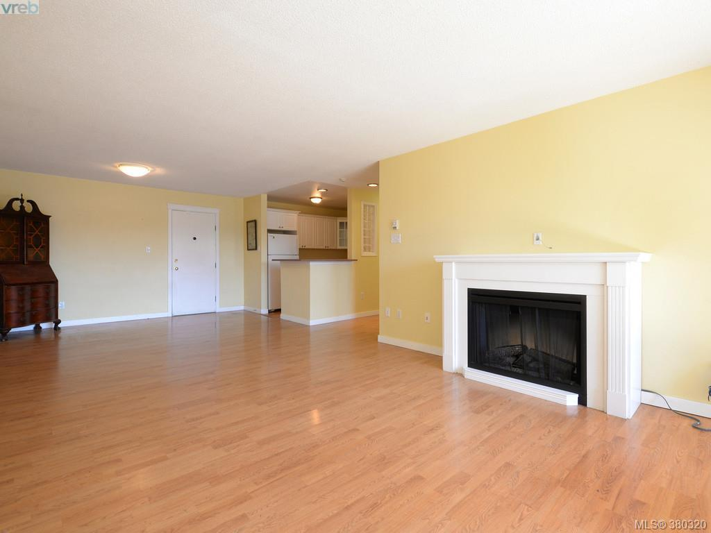 Photo 4: 503 4030 Quadra Street in VICTORIA: SE High Quadra Condo Apartment for sale (Saanich East)  : MLS(r) # 380320