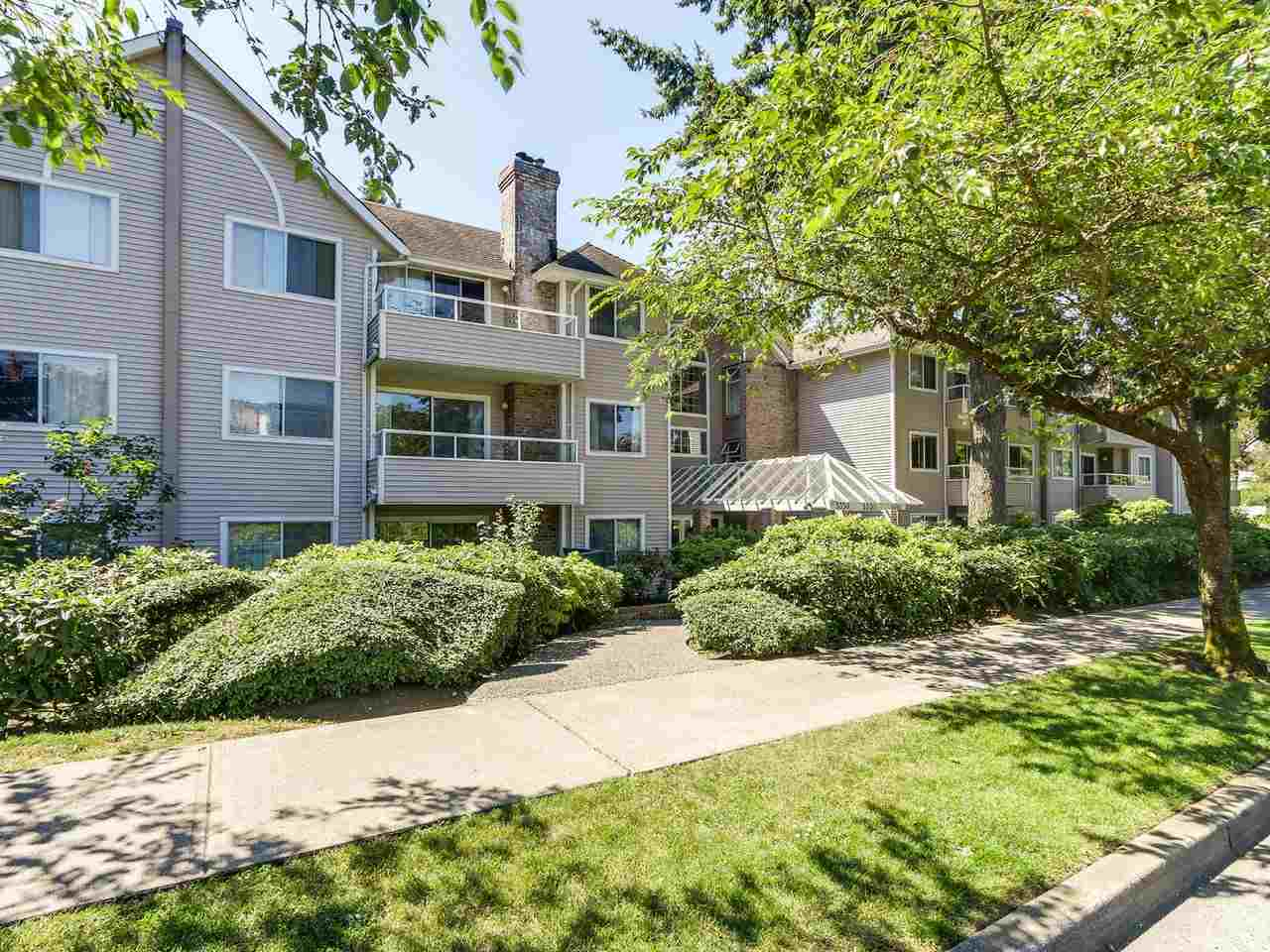"Main Photo: 212 5350 VICTORY Street in Burnaby: Metrotown Condo for sale in ""PARKVIEW PLACE"" (Burnaby South)  : MLS(r) # R2186494"
