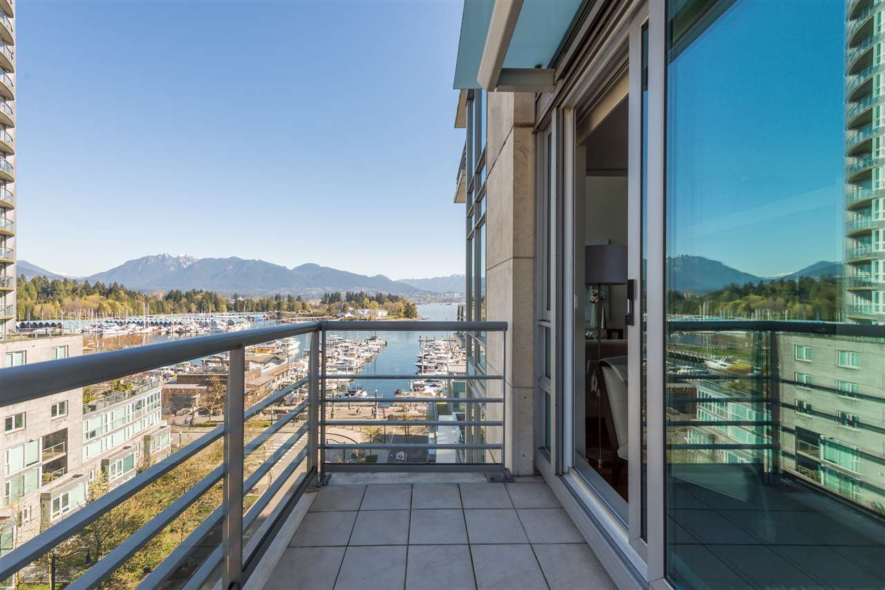 "Photo 4: 807 590 NICOLA Street in Vancouver: Coal Harbour Condo for sale in ""Cascina"" (Vancouver West)  : MLS® # R2204116"