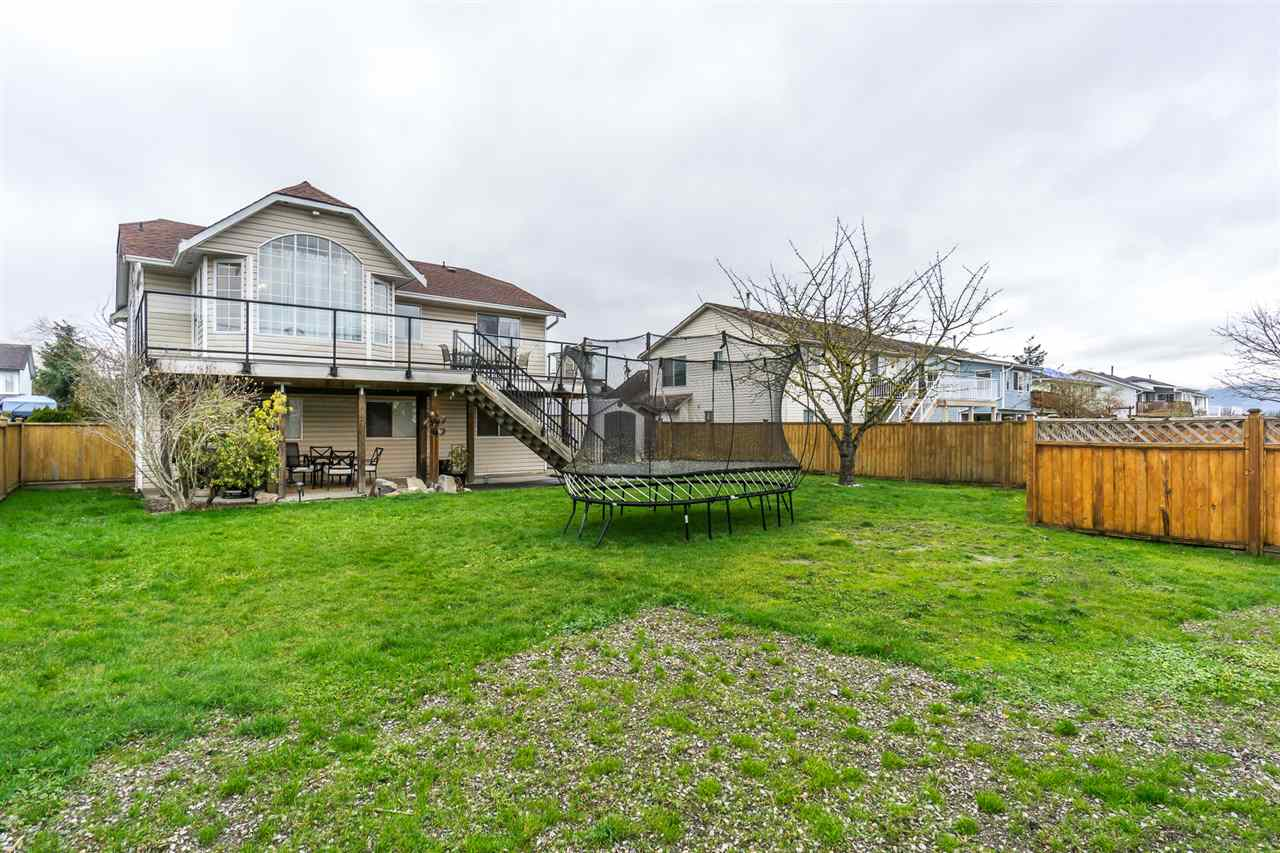 "Photo 17: Photos: 34728 5TH Avenue in Abbotsford: Poplar House for sale in ""HUNTINGDON VILLAGE"" : MLS® # R2237863"