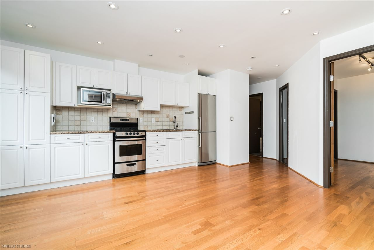 Main Photo: 302 138 TEMPLETON Drive in Vancouver: Hastings Condo for sale (Vancouver East)  : MLS®# R2279743