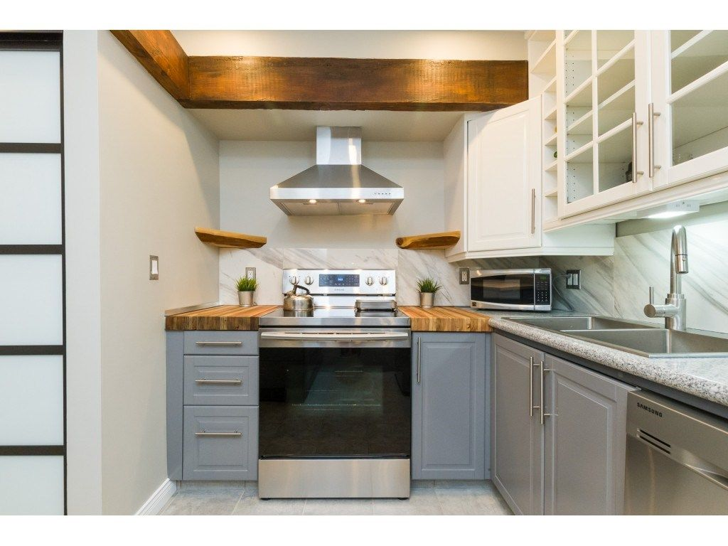"Main Photo: 305 1341 GEORGE Street: White Rock Condo for sale in ""OCEANVIEW"" (South Surrey White Rock)  : MLS®# R2296394"