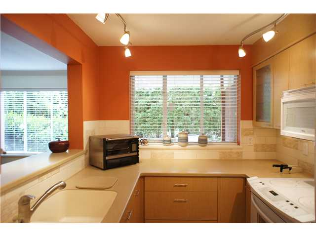 "Main Photo: 106 628 W 13TH Avenue in Vancouver: Fairview VW Condo for sale in ""CONNAUGHT ESTATES"" (Vancouver West)  : MLS® # V890491"