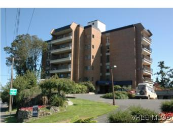 Main Photo: 402 4030 Quadra Street in VICTORIA: SE High Quadra Residential for sale (Saanich East)  : MLS® # 265911