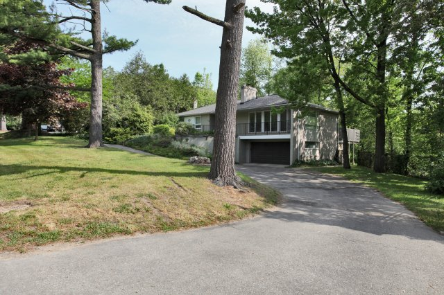 Main Photo: 265 Maple Grove Drive in Oakville: Freehold for sale : MLS® # 2043559