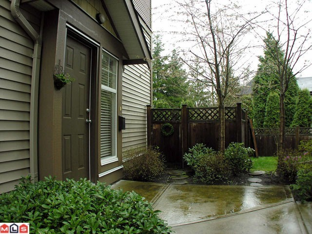 Main Photo: 11 6588 188th Street in Surrey: Cloverdale BC Townhouse for sale (Cloverdale)  : MLS® # F1208447