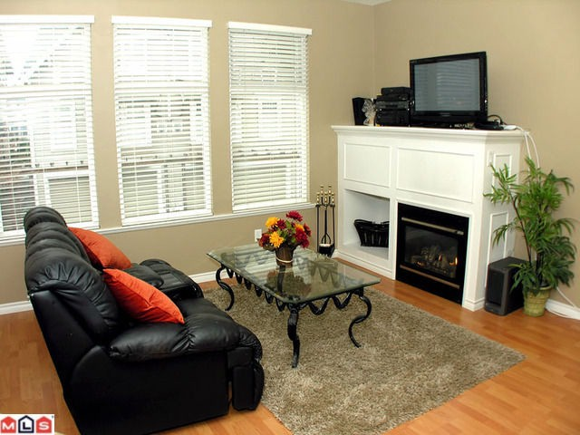 Photo 6: 11 6588 188th Street in Surrey: Cloverdale BC Townhouse for sale (Cloverdale)  : MLS® # F1208447