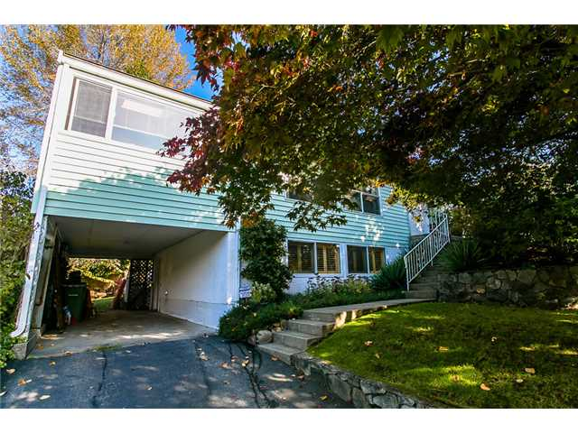 Main Photo: 968 BELGRAVE Avenue in North Vancouver: Forest Hills NV House for sale : MLS®# V1032854
