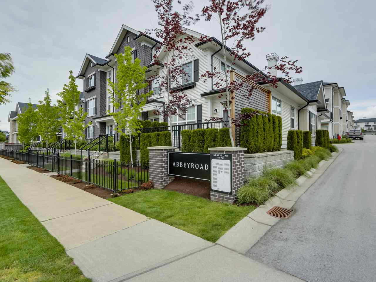 "Main Photo: 9 2469 164 Street in Surrey: Grandview Surrey Townhouse for sale in ""Abby Road"" (South Surrey White Rock)  : MLS® # R2063728"
