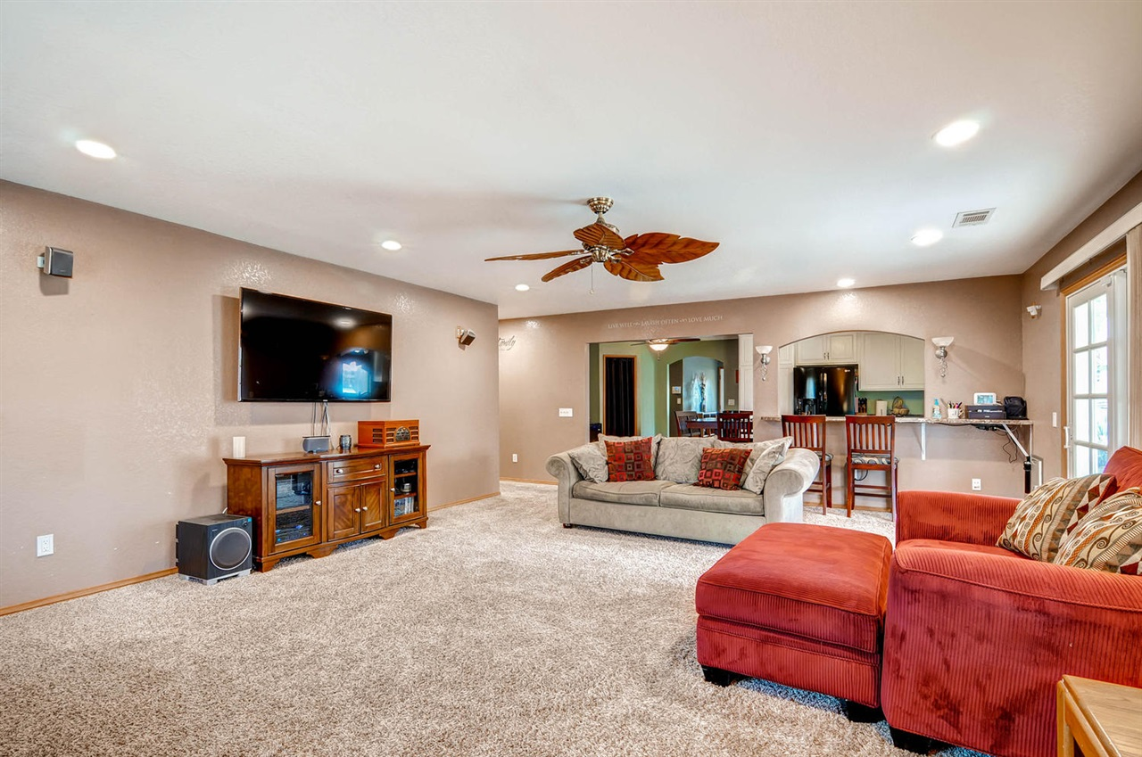 Photo 9: MIRA MESA House for sale : 4 bedrooms : 11218 Bralorne in San Diego