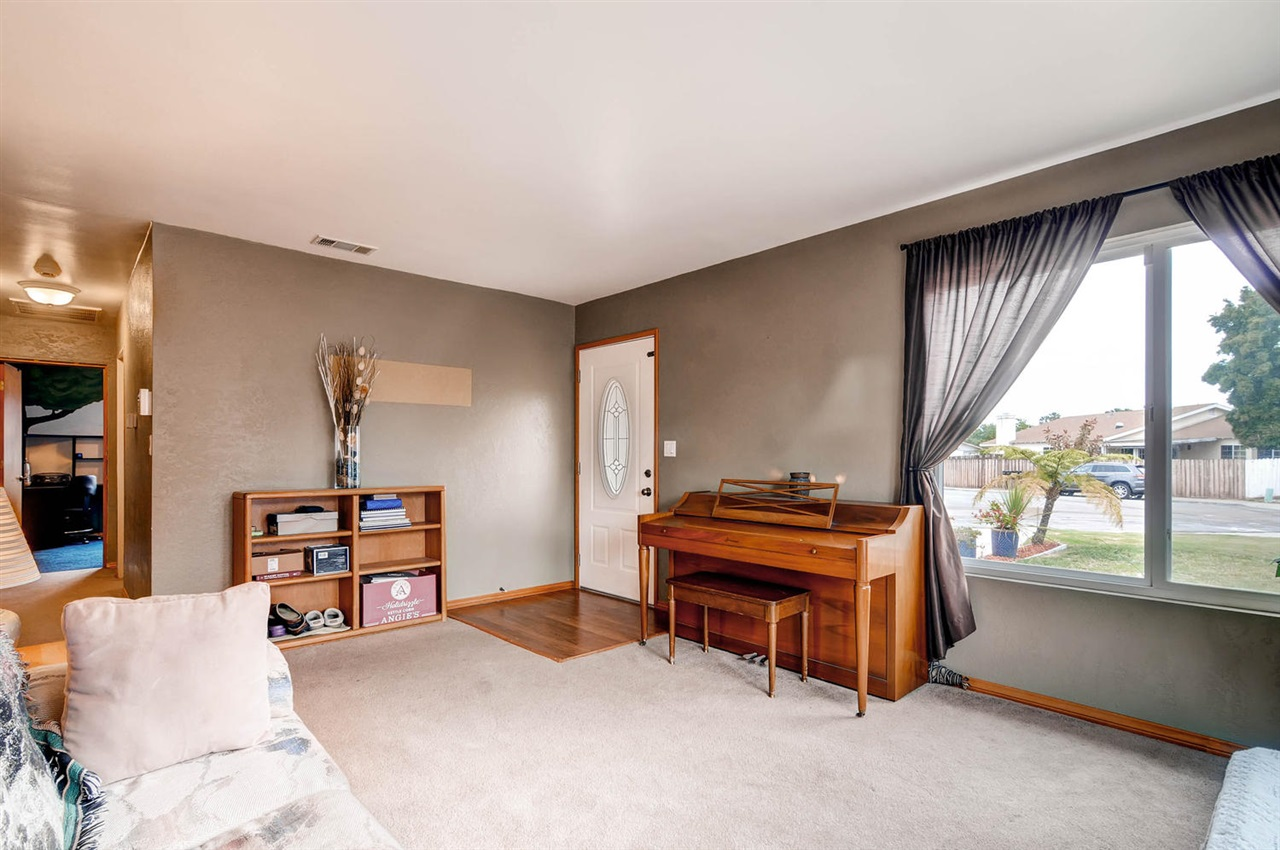 Photo 4: MIRA MESA House for sale : 4 bedrooms : 11218 Bralorne in San Diego