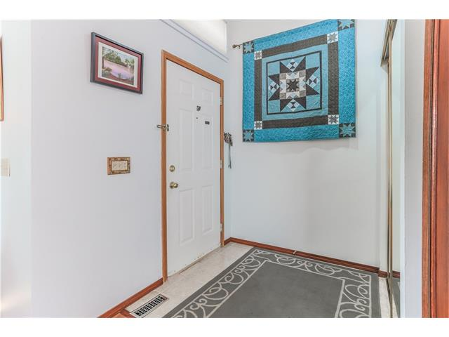 Photo 3: 3379 CATALINA Boulevard NE in Calgary: Monterey Park House for sale : MLS® # C4076887