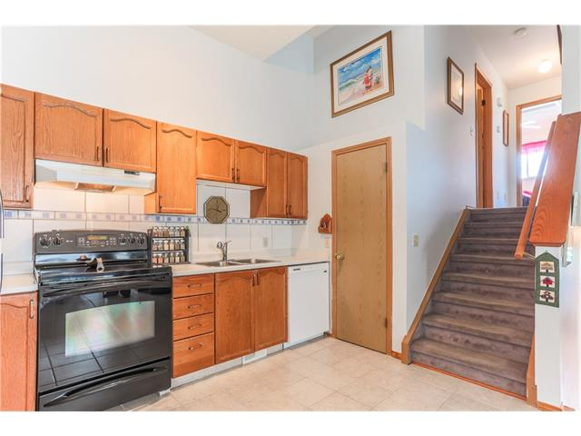 Photo 9: 3379 CATALINA Boulevard NE in Calgary: Monterey Park House for sale : MLS® # C4076887
