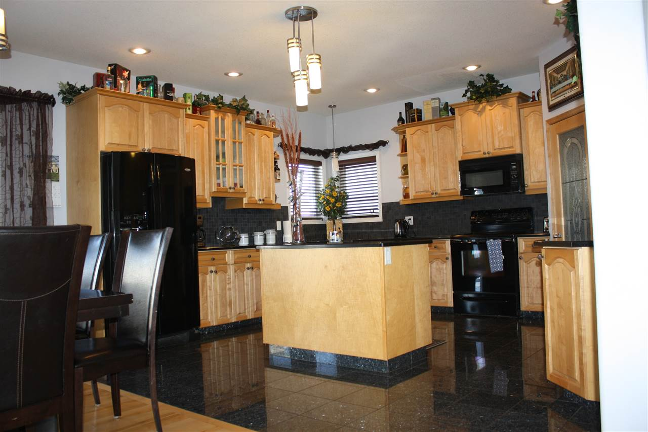 Photo 3: 13504 161 Avenue NW in Edmonton: Zone 27 House for sale : MLS® # E4053518