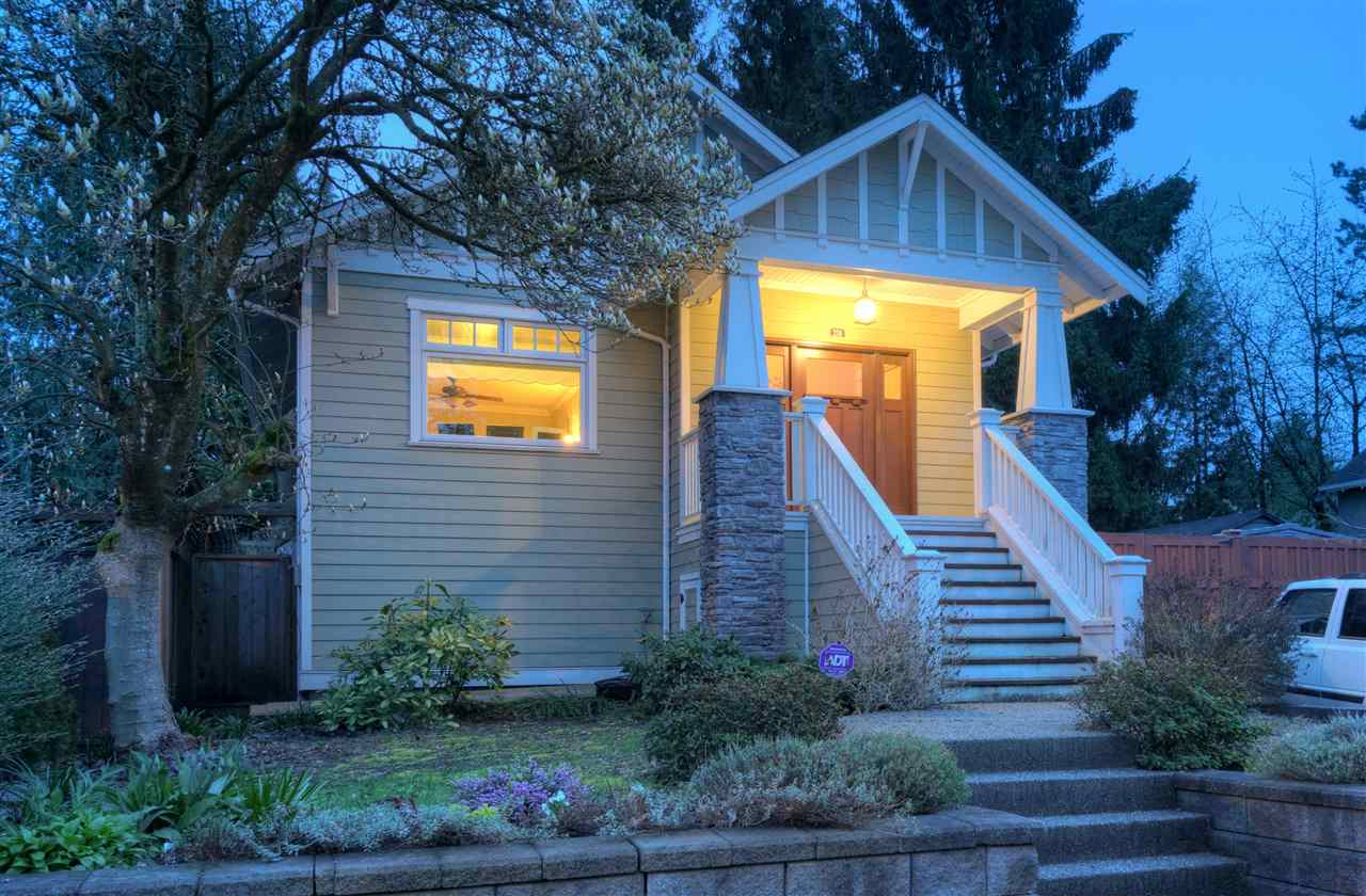 "Main Photo: 216 SIXTH Avenue in New Westminster: Queens Park House for sale in ""QUEENS PARK"" : MLS® # R2157969"