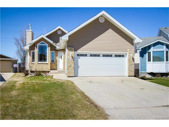 FEATURED LISTING: 118 Pinetree Crescent Winnipeg