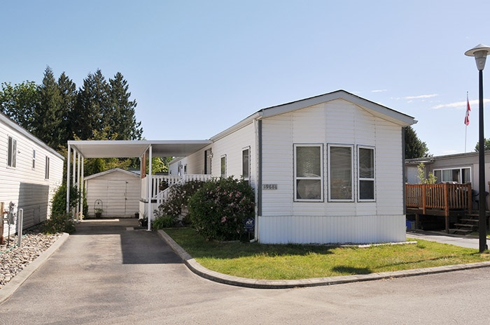 "Main Photo: 159 19681 PONDEROSA Place in Pitt Meadows: Central Meadows Manufactured Home for sale in ""MEADOW HIGHLANDS MOBILE HOME"" : MLS(r) # R2170390"