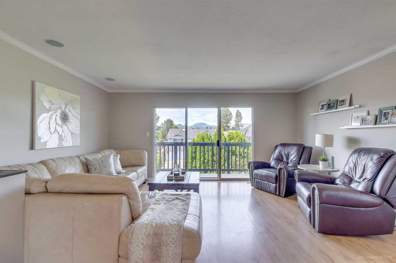 Photo 3: 22974 REID Avenue in Maple Ridge: East Central House for sale : MLS® # R2184064