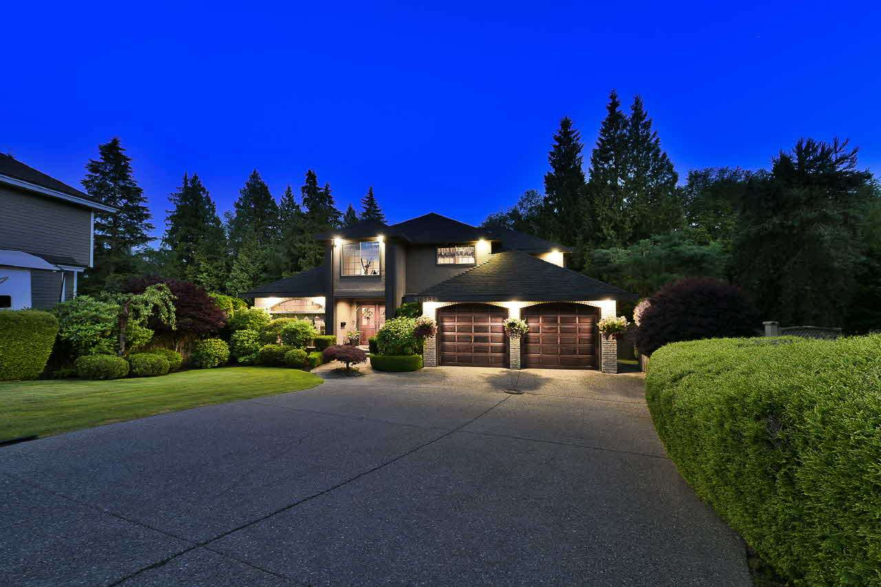 Main Photo: 16284 77 Avenue in Surrey: Fleetwood Tynehead House for sale : MLS® # R2197203
