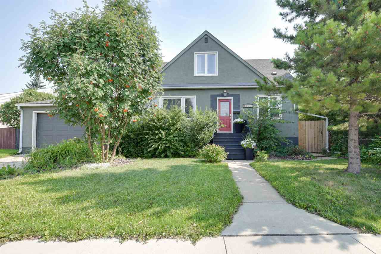Main Photo: 11953 ST ALBERT Trail in Edmonton: Zone 04 House for sale : MLS® # E4078267