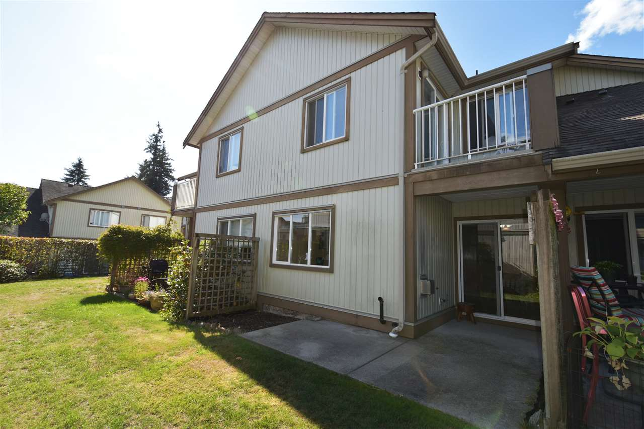 "Main Photo:  in Gibsons: Gibsons & Area Townhouse for sale in ""SHERWOOD GROVE"" (Sunshine Coast)  : MLS® # R2208611"