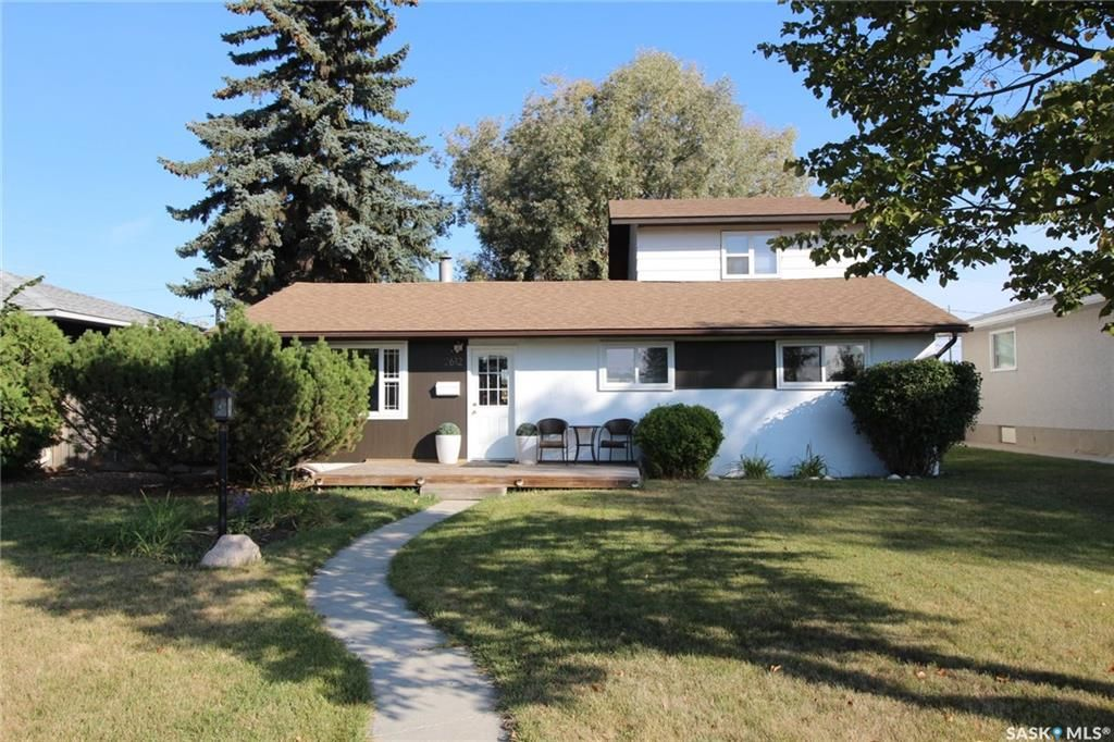 Main Photo: 2612 29th Street West in Saskatoon: Mount Royal SA Residential for sale : MLS®# SK733958