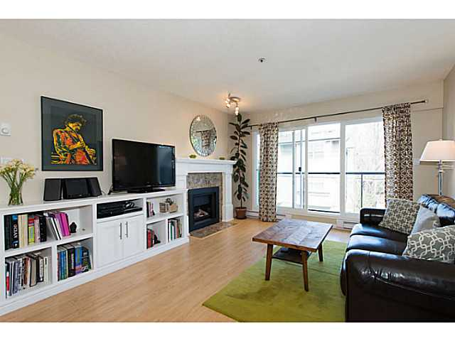 "Photo 3: 306 833 W 16TH Avenue in Vancouver: Fairview VW Condo for sale in ""The Emerald"" (Vancouver West)  : MLS® # V1063181"