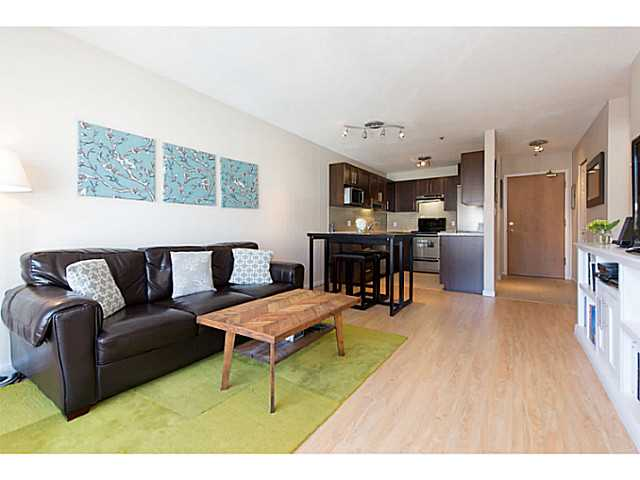 "Photo 2: 306 833 W 16TH Avenue in Vancouver: Fairview VW Condo for sale in ""The Emerald"" (Vancouver West)  : MLS® # V1063181"