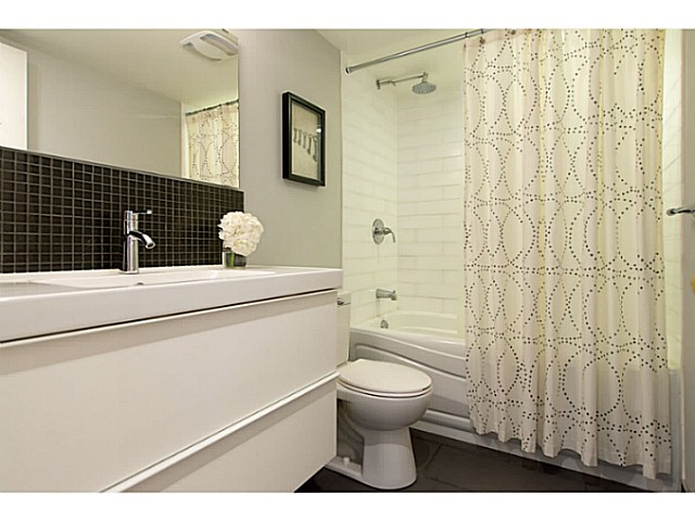 "Photo 14: 306 833 W 16TH Avenue in Vancouver: Fairview VW Condo for sale in ""The Emerald"" (Vancouver West)  : MLS® # V1063181"
