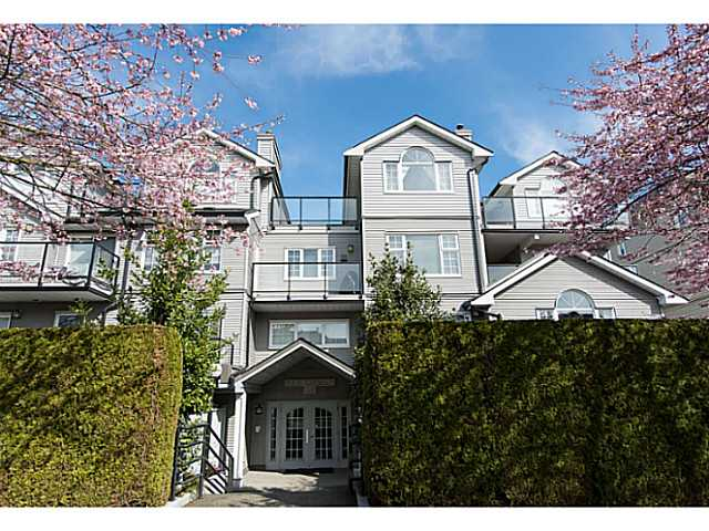 "Main Photo: 306 833 W 16TH Avenue in Vancouver: Fairview VW Condo for sale in ""The Emerald"" (Vancouver West)  : MLS® # V1063181"