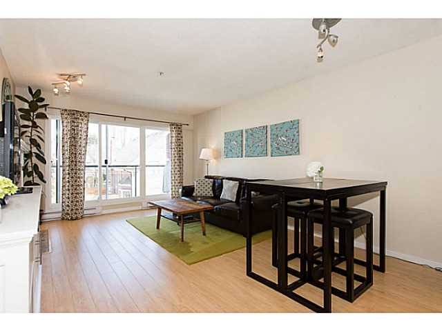 "Photo 8: 306 833 W 16TH Avenue in Vancouver: Fairview VW Condo for sale in ""The Emerald"" (Vancouver West)  : MLS® # V1063181"