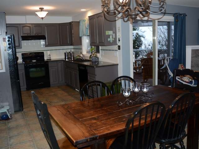 Photo 3: Photos: 381 TUXFORD DRIVE in : Sahali House for sale (Kamloops)  : MLS® # 126063