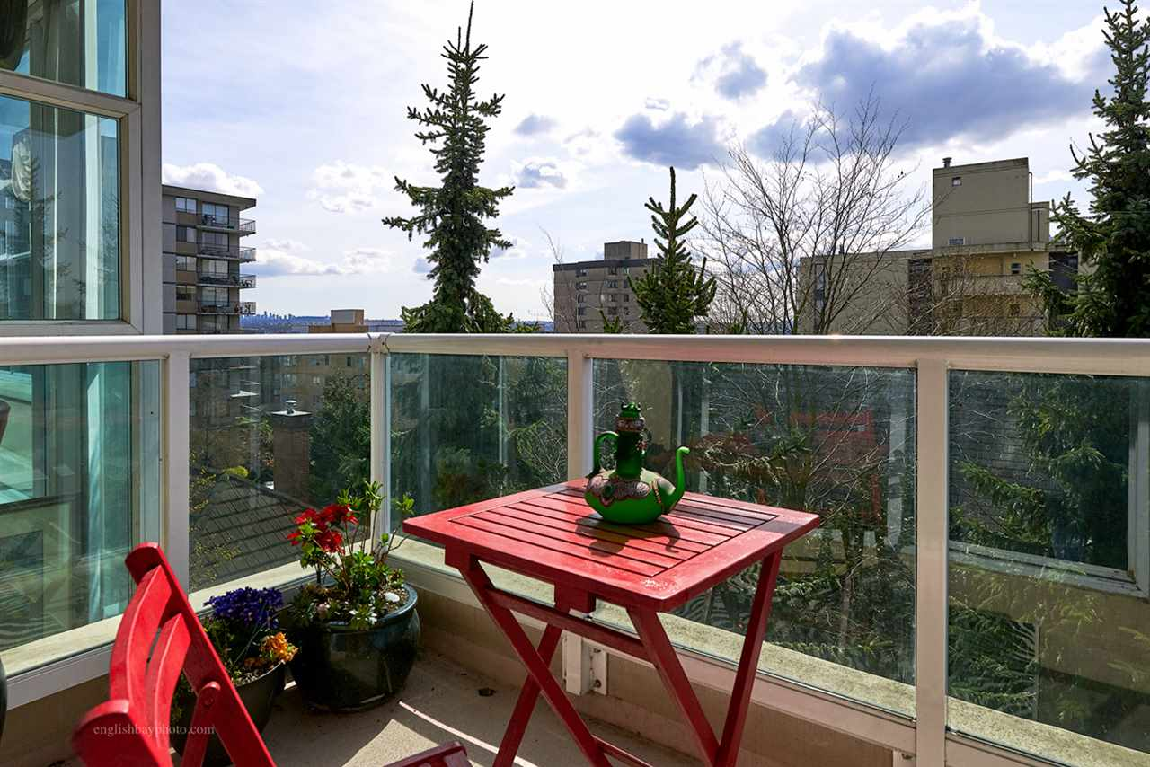 "Main Photo: 502 567 LONSDALE Avenue in North Vancouver: Lower Lonsdale Condo for sale in ""CAMELIA"" : MLS® # R2051345"