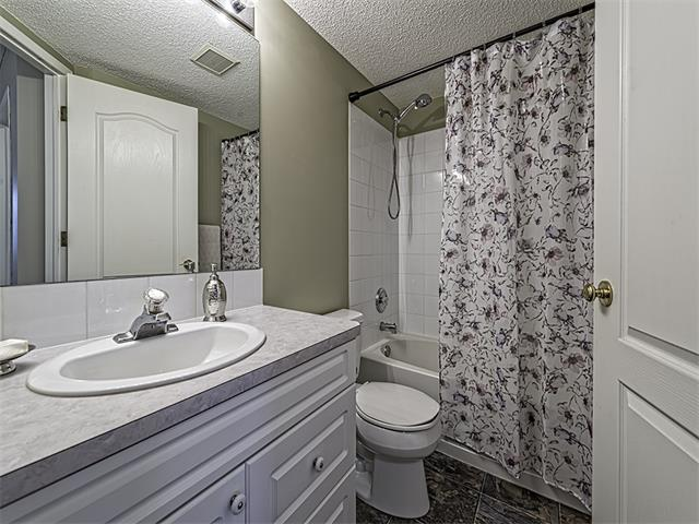 Photo 15: 302 30 SIERRA MORENA Mews SW in Calgary: Signal Hill Condo for sale : MLS® # C4062725