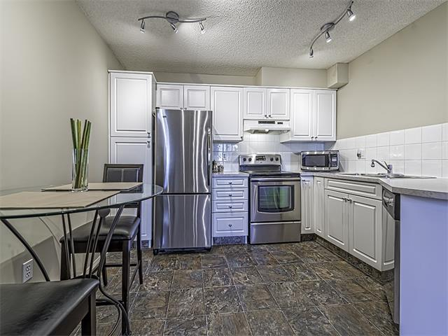 Photo 3: 302 30 SIERRA MORENA Mews SW in Calgary: Signal Hill Condo for sale : MLS® # C4062725