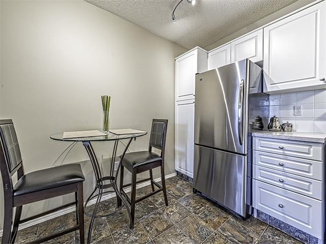 Photo 4: 302 30 SIERRA MORENA Mews SW in Calgary: Signal Hill Condo for sale : MLS® # C4062725