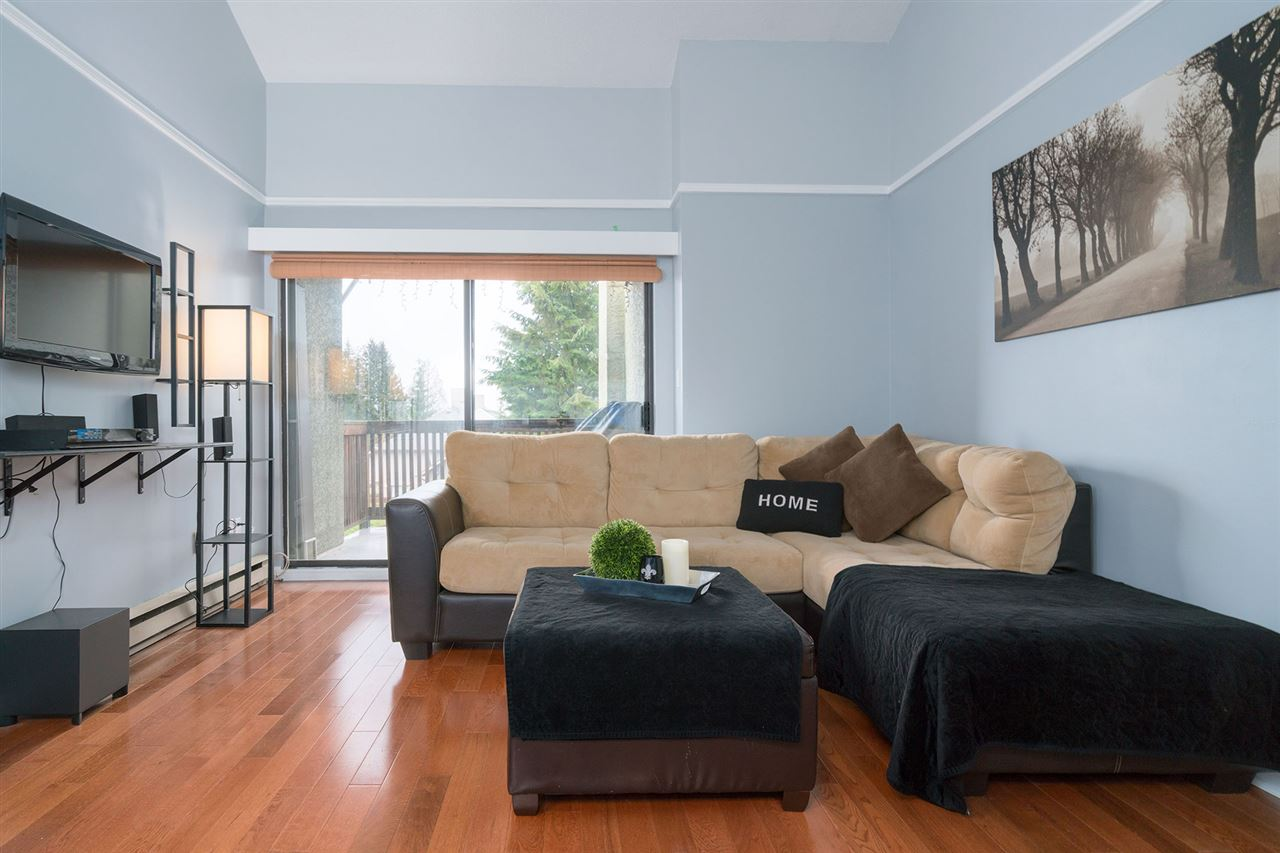 "Main Photo: 202 836 TWELFTH Street in New Westminster: West End NW Condo for sale in ""LONDON PLACE"" : MLS® # R2147102"