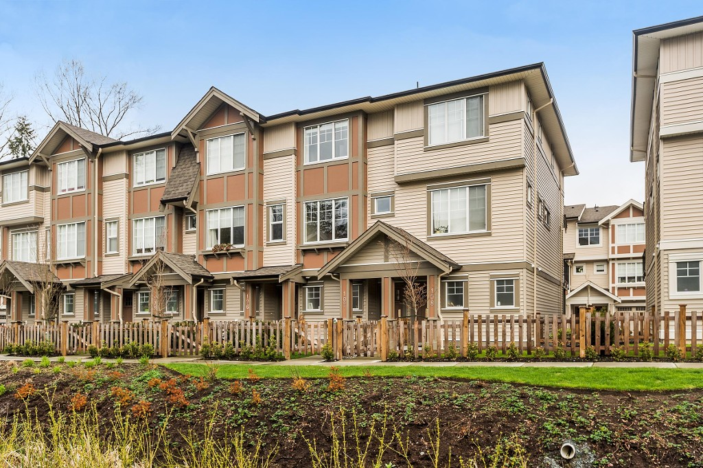 "Main Photo: 107 10151 240 Street in Maple Ridge: Albion Townhouse for sale in ""ALBION STATION"" : MLS®# R2157278"