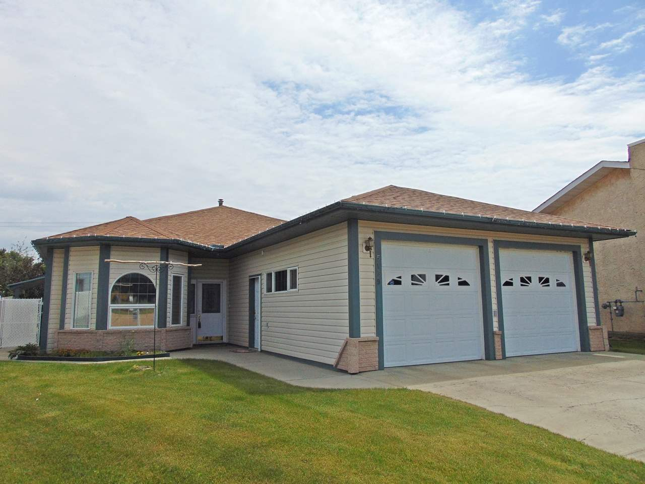 Main Photo: 5159 49 Street: Redwater House for sale : MLS(r) # E4069270