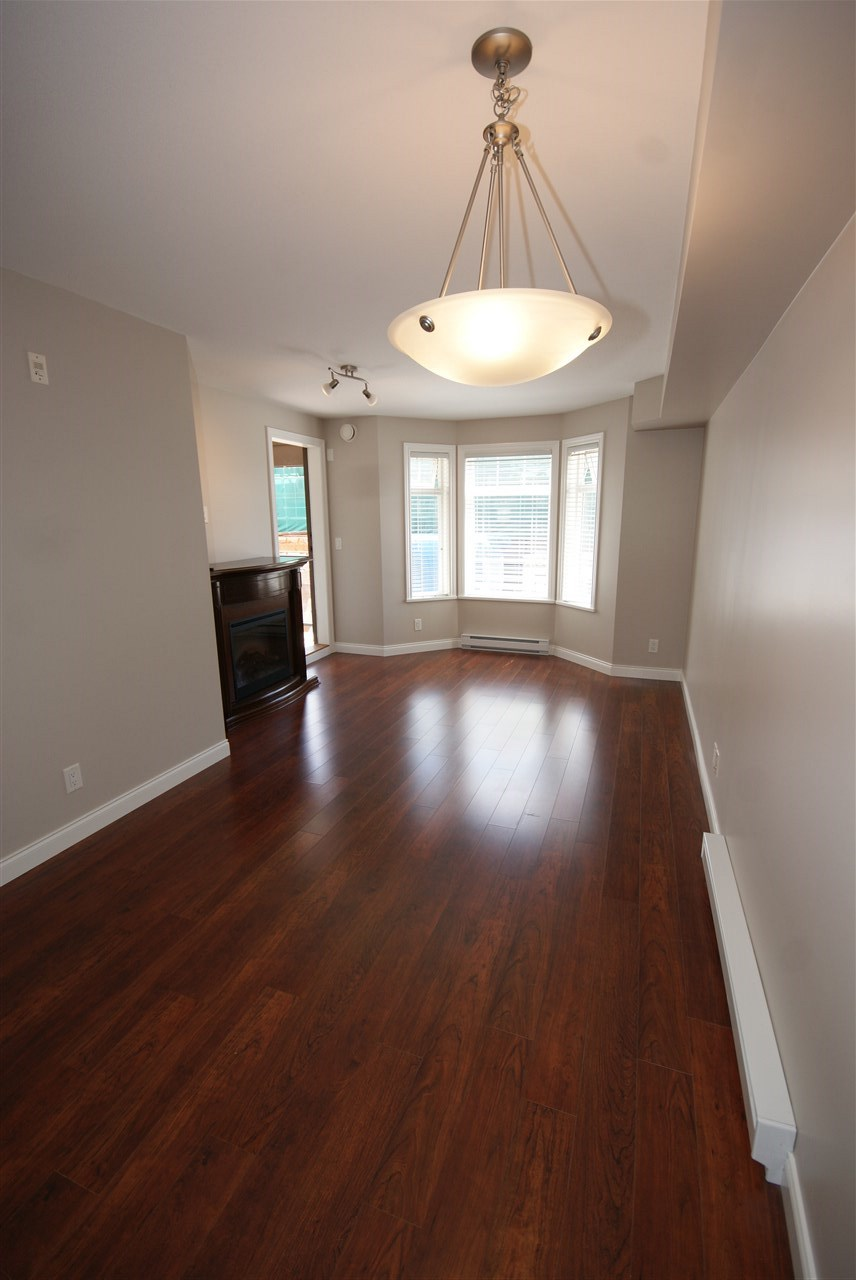 "Photo 7: 237 5660 201A Street in Langley: Langley City Condo for sale in ""Paddinton Station"" : MLS® # R2188422"