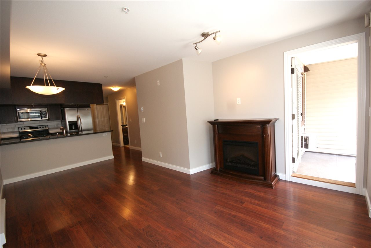 "Photo 9: 237 5660 201A Street in Langley: Langley City Condo for sale in ""Paddinton Station"" : MLS® # R2188422"