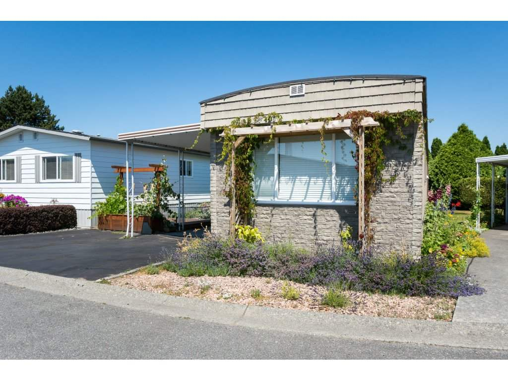 "Main Photo: 3 2120 KING GEORGE Boulevard in Surrey: King George Corridor Manufactured Home for sale in ""Five Oaks"" (South Surrey White Rock)  : MLS® # R2189509"